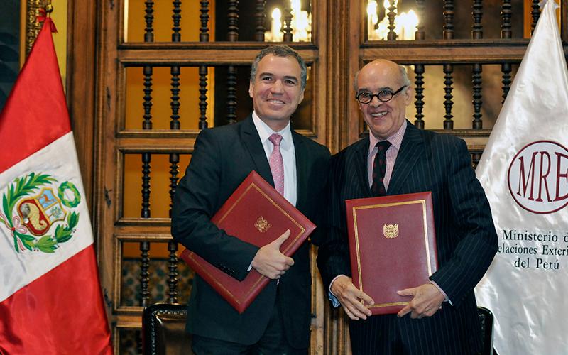 La Cancillería entrega oficialmente más de 500 piezas históricas al Ministerio de Cultura