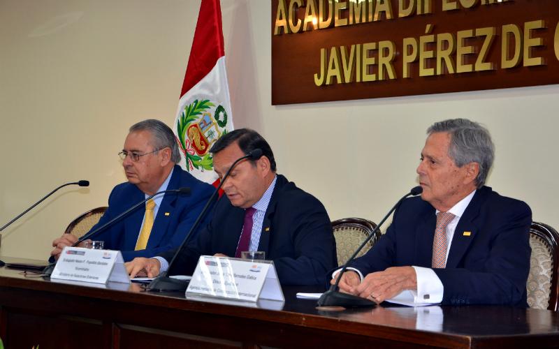 Desarrollan conferencia sobre los alcances del nuevo contexto de la cooperación internacional