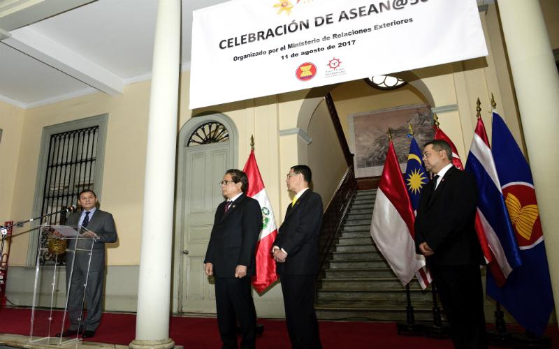 Ceremonia de conmemoración del 50° aniversario de ASEAN