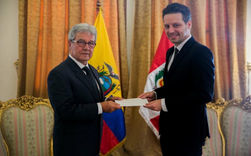 Embajador del Perú en Ecuador presenta copia de sus Cartas Credenciales