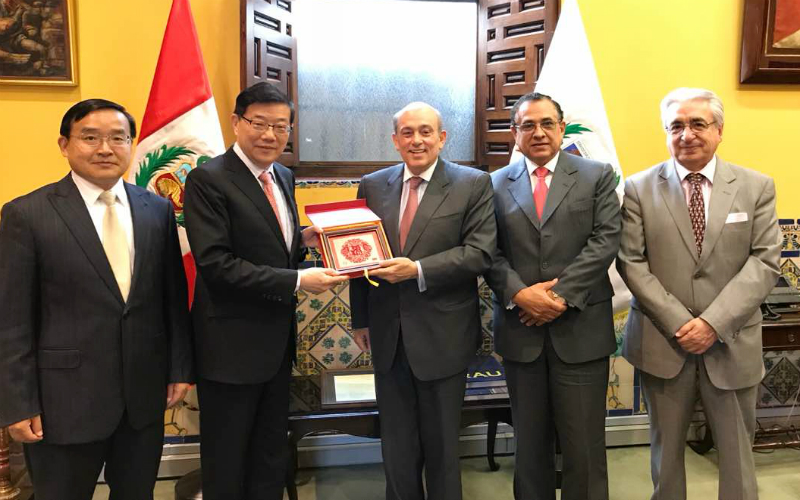 Visita del Presidente del Centro de Investigaciones sobre Desarrollo del Consejo de Estado de la República Popular China