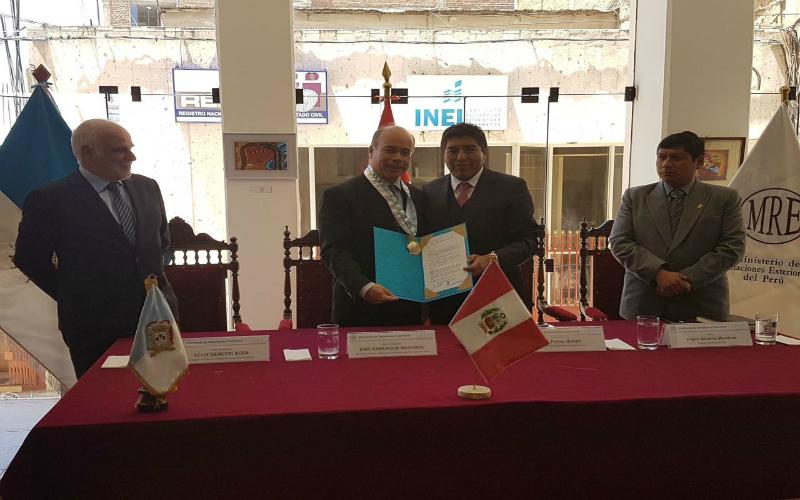 Ministerio de Relaciones Exteriores entregó camioneta y computadoras al departamento de Puno